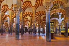 μεγάλο εσωτερικό mezquita μουσουλμανικό τέμενος Ισπανία της Κόρδοβα Στοκ Εικόνες