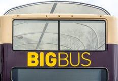 Μεγάλο λεωφορείο στην πόλη Στοκ φωτογραφία με δικαίωμα ελεύθερης χρήσης