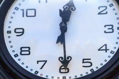 Μεγάλο διακοσμητικό ρολόι Στοκ εικόνα με δικαίωμα ελεύθερης χρήσης