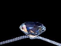 Μεγάλο διαμάντι Faux στην κορδέλλα Glity - μαύρο υπόβαθρο Στοκ Εικόνες