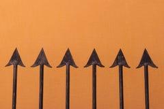 μεγάλο δικτυωτό πλέγμα σιδήρου πυλών φραγών τούβλου διακοσμητικό Στοκ Εικόνα