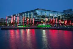 Μεγάλο κανάλι του Δουβλίνου docklands τη νύχτα Ιρλανδία Στοκ εικόνες με δικαίωμα ελεύθερης χρήσης