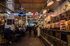 Μεγάλο κεντρικό εσωτερικό αγοράς Στοκ Εικόνες