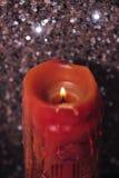 Μεγάλο κερί σε ένα υπόβαθρο σπινθηρίσματος Στοκ Φωτογραφία