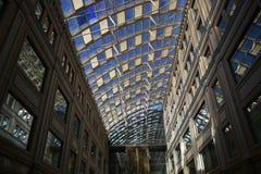 μεγάλο κτήριο σύγχρονο Στοκ εικόνες με δικαίωμα ελεύθερης χρήσης