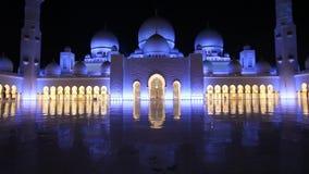 Μεγάλο μουσουλμανικό τέμενος στο Αμπού Ντάμπι τη νύχτα φιλμ μικρού μήκους