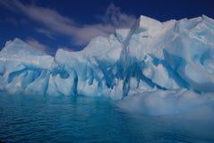 Μεγάλο παγόβουνο στην Ανταρκτική Στοκ εικόνα με δικαίωμα ελεύθερης χρήσης