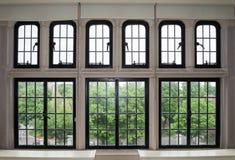 Μεγάλο παράθυρο με πολλά πλακάκια στοκ εικόνες