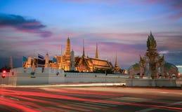 Μεγάλο παλάτι στο λυκόφως στη Μπανγκόκ, Ταϊλάνδη Στοκ φωτογραφία με δικαίωμα ελεύθερης χρήσης