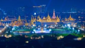 Μεγάλο παλάτι της Μπανγκόκ στο χρόνο λυκόφατος με την επίδραση Bokeh Στοκ Φωτογραφία