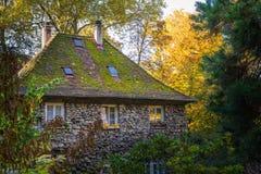 Μεγάλο παλαιό πέτρινο παραμύθι γερμανικό δασικό Wo φαντασίας σπιτιών δασικό Στοκ Εικόνα