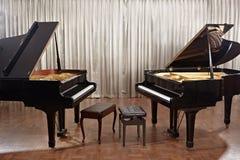 Μεγάλο πιάνο στη σκηνή Στοκ Φωτογραφία