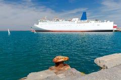Μεγάλο πορθμείο θάλασσας στην αποβάθρα Στοκ φωτογραφίες με δικαίωμα ελεύθερης χρήσης