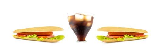 μεγάλο ποτήρι της σόδας με τα χοτ-ντογκ στις πλευρές που απομονώνονται στο λευκό Προοπτική άποψης ψάρι-ματιών Στοκ εικόνες με δικαίωμα ελεύθερης χρήσης