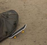 Μεγάλο πόδι μικρό skateboard Στοκ Φωτογραφίες