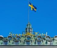 Μεγάλο σημάδι ξενοδοχείων με τη σουηδική σημαία Στοκ Εικόνες