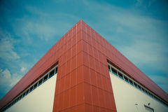 Μεγάλο σύγχρονο κατασκευή ή κτήριο αποθηκών εμπορευμάτων Στοκ Εικόνα