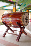 Μεγάλο τύμπανο σε έναν βουδιστικό ναό που χρησιμοποιείται για το μεσημεριανό γεύμα αφήγησης Στοκ εικόνα με δικαίωμα ελεύθερης χρήσης