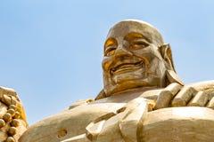 Μεγάλο χρυσό άγαλμα του Βούδα σε Qianfo Shan, Jinan, Κίνα Στοκ Φωτογραφίες