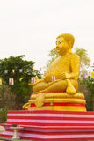 Μεγάλο χρυσό άγαλμα του Βούδα στο ναό Yang ήχων καμπάνας Wat Sai Phichit, στοκ εικόνες