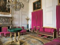 Μεγάλο δωμάτιο με τις ρόδινες κουρτίνες στο παλάτι των Βερσαλλιών Στοκ Εικόνες