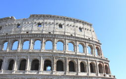 Μεγάλο Colosseum στη Ρώμη, Ιταλία, Ευρώπη Ρωμαϊκή κινηματογράφηση σε πρώτο πλάνο Coliseum με το σαφή μπλε ουρανό Στοκ εικόνα με δικαίωμα ελεύθερης χρήσης