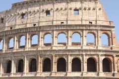 Μεγάλο Colosseum στη Ρώμη, Ιταλία, Ευρώπη Ρωμαϊκή κινηματογράφηση σε πρώτο πλάνο Coliseum με το σαφή μπλε ουρανό Στοκ φωτογραφία με δικαίωμα ελεύθερης χρήσης