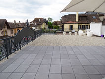 Μεγάλο patio να ενσωματώσει την πόλη Στοκ εικόνες με δικαίωμα ελεύθερης χρήσης