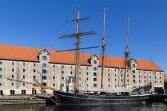 Μεγάλο sailboat που δένεται στο κανάλι - Κοπεγχάγη, Δανία Στοκ Εικόνα