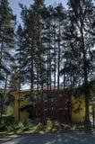 Μεγαλοπρεπής αρχαία οικοδόμηση των υδροηλεκτρικών εγκαταστάσεων που βρίσκονται στο βουλγαρικό tsarkva του χωριού Mala, βουνό Rila Στοκ εικόνες με δικαίωμα ελεύθερης χρήσης