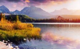 Μεγαλοπρεπής λίμνη βουνών στο εθνικό πάρκο υψηλό Tatra Pleso Strbske, Σλοβακία, Ευρώπη Στοκ Εικόνες