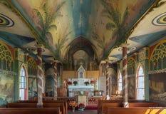 ΜΕΓΑΛΟ ΝΗΣΙ, ΧΑΒΑΗ, ΗΠΑ - 28 ΔΕΚΕΜΒΡΊΟΥ 2013: Χρωματισμένη εκκλησία στο Χ Στοκ Εικόνα