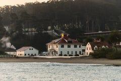 Μεγαλύτερη οικοδόμηση Farallones που βλέπει από την αποβάθρα τορπιλών στην ανατολή στο Σαν Φρανσίσκο στοκ φωτογραφία