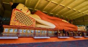 Μεγαλύτερο άγαλμα ξαπλώματος Βούδας σε Wat Phothivihan Tumpat Kelantan Μαλαισία λήφθηκε 10 /2/2018 Στοκ Εικόνες