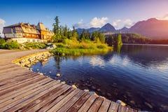 Μεγαλοπρεπής λίμνη βουνών στο εθνικό πάρκο υψηλό Tatra Pleso Strbske, Σλοβακία, Ευρώπη Στοκ εικόνες με δικαίωμα ελεύθερης χρήσης
