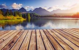Μεγαλοπρεπής λίμνη βουνών στο εθνικό πάρκο υψηλό Tatra Pleso Strbske, Σλοβακία, Ευρώπη Στοκ Φωτογραφία