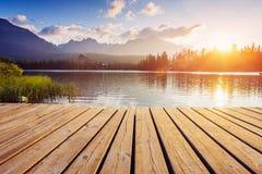 Μεγαλοπρεπής λίμνη βουνών στο εθνικό πάρκο υψηλό Tatra Pleso Strbske, Σλοβακία, Ευρώπη Στοκ εικόνα με δικαίωμα ελεύθερης χρήσης