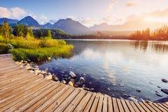 Μεγαλοπρεπής λίμνη βουνών στο εθνικό πάρκο υψηλό Tatra Pleso Strbske, Σλοβακία, Ευρώπη Στοκ φωτογραφία με δικαίωμα ελεύθερης χρήσης