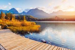 Μεγαλοπρεπής λίμνη βουνών στο εθνικό πάρκο υψηλό Tatra Pleso Strbske, Σλοβακία, Ευρώπη Στοκ Εικόνα
