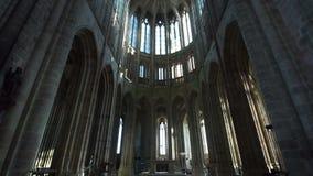 Μεγαλοπρεπής αρχιτεκτονική μέσα στο ναό στο νησί του mont-Άγιος-Michel φιλμ μικρού μήκους