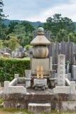 Μεγαλύτερος οικογενειακός τάφος στο ιαπωνικό νεκροταφείο Στοκ Φωτογραφίες