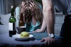 Μεθυσμένος επιθετικός σύζυγος Στοκ εικόνα με δικαίωμα ελεύθερης χρήσης