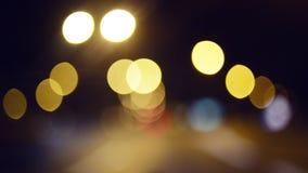 Μεθυσμένος οδηγώντας ένα αυτοκίνητο στη νύχτα απόθεμα βίντεο