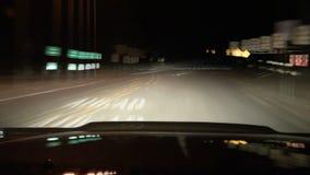 Μεθυσμένο Drive DUI τη νύχτα (οδηγός POV) απόθεμα βίντεο