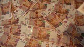 Μειωμένα χρήματα - ρωσικά 5000 ρούβλια HD αργά απόθεμα βίντεο