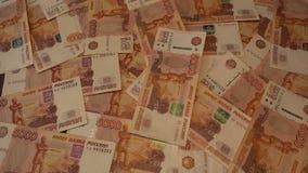 Μειωμένα χρήματα - ρωσικά 5000 ρούβλια 4k απόθεμα βίντεο