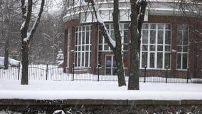 Μειωμένο χιόνι στην πόλη απόθεμα βίντεο