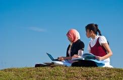 μελέτη σπουδαστών φίλων στοκ φωτογραφία