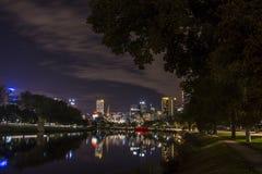 ΜΕΛΒΟΥΡΝΗ, ΑΥΣΤΡΑΛΙΑ - ΤΟΝ ΑΠΡΊΛΙΟ ΤΟΥ 2014: Ορίζοντας τή νύχτα Στοκ Φωτογραφία