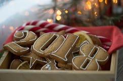 Μελοψώματα για το νέο έτος του 2018 στο ξύλινο υπόβαθρο, μελοψώματα για το νέο έτος στα ξύλινα Χριστούγεννα υποβάθρου Στοκ Εικόνες
